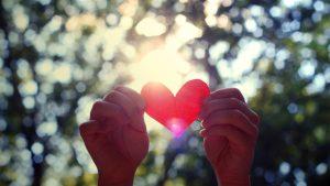 hands_heart_light_